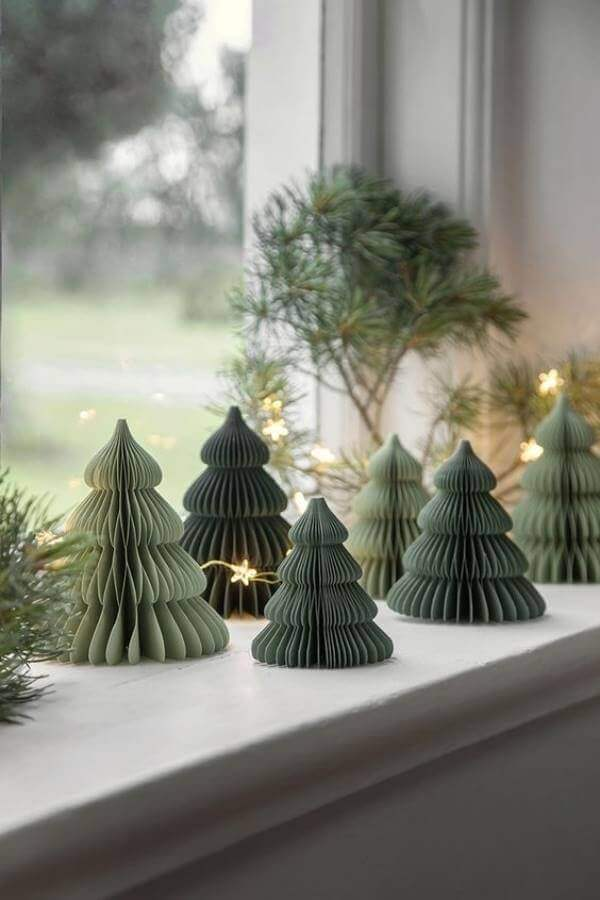 ideas for modern Christmas decoration with mini green trees Photo heiter & hurtig