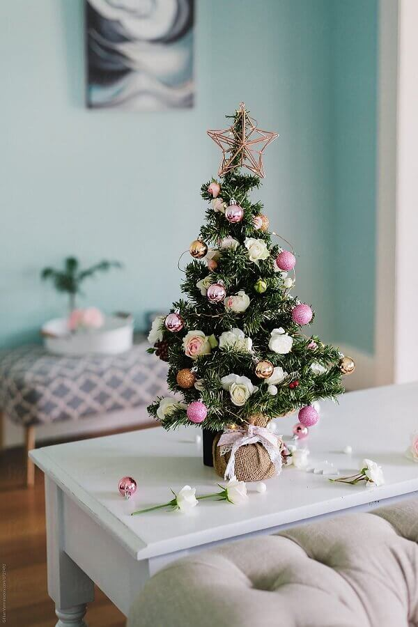 ideas to decorate Christmas tree with small roses Photo Pinosy