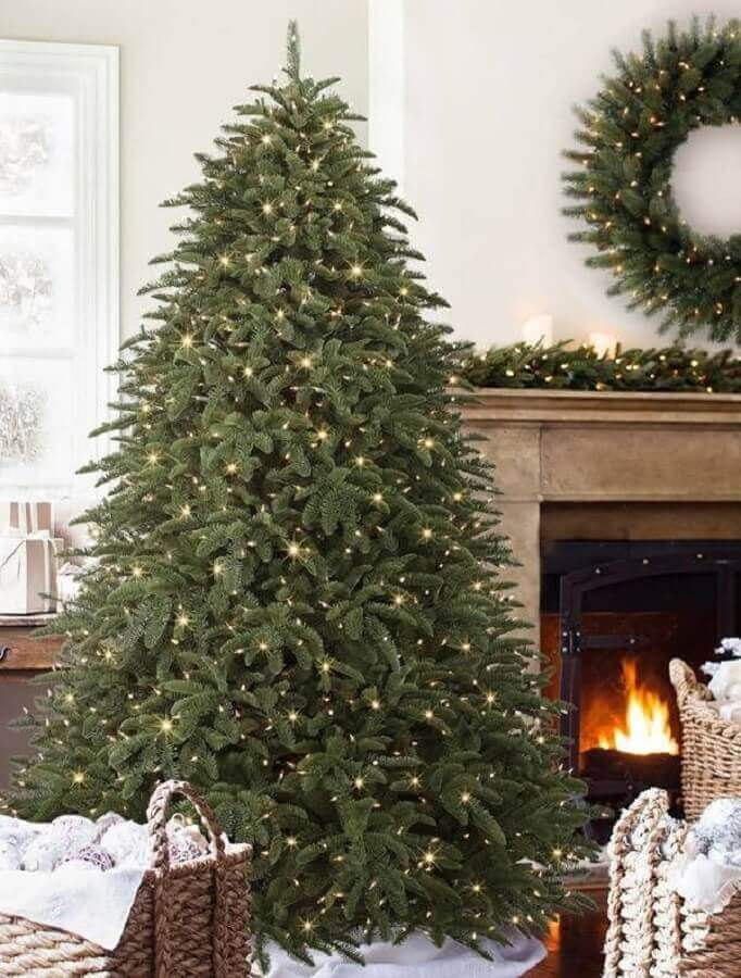 ideas to decorate big Christmas tree just with blinkers Photo Home Fashion Trend