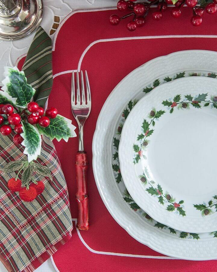 ideas for decorating a Christmas table with a chess napkin and a theme plate Photo Kasa 57