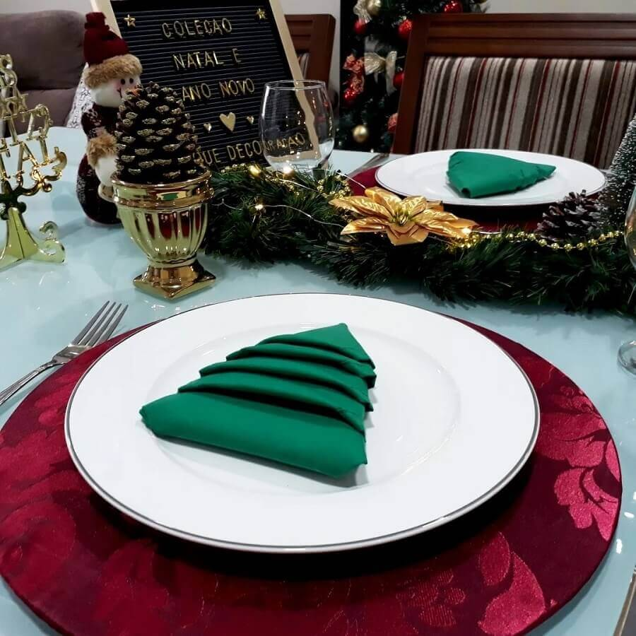 ideas to decorate red and green Christmas table Photo Click Decoration