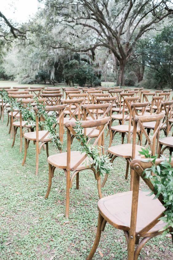 Jardim decorado com cadeira paris