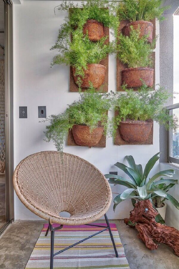 jardim vertical com vasos de plantas para varanda simples  Foto Casa de Valentina