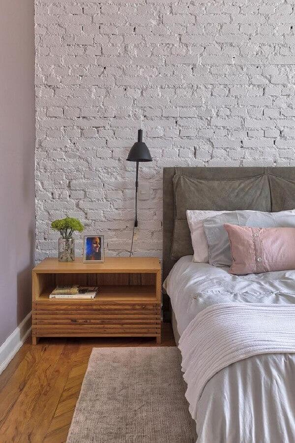 luminária para cabeceira de quarto com parede de tijolinho branco rústica  Foto Casa de Valentina