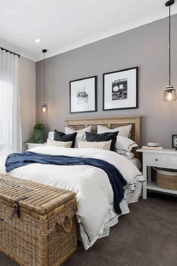 luminária pendente de cabeceira para quarto de casal  Foto Jeito de Casa