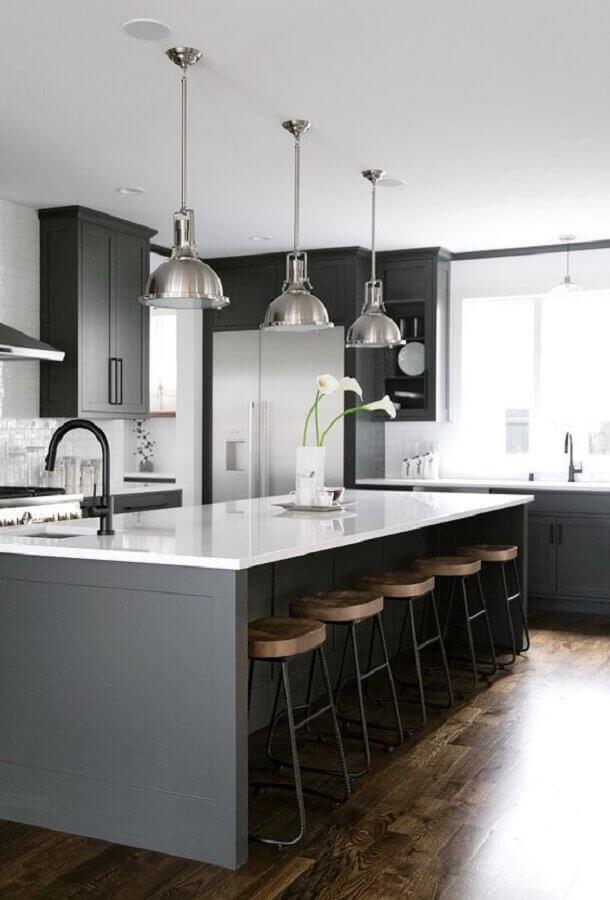 lustre pendente para bancada de cozinha com ilha grande Foto McGee & Co.
