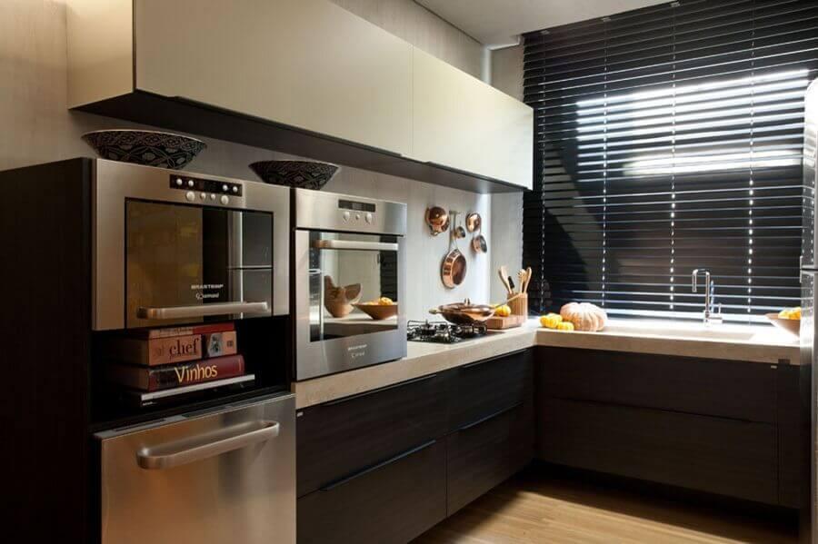 madeira escura para armário de canto para cozinha Foto Denise Barretto