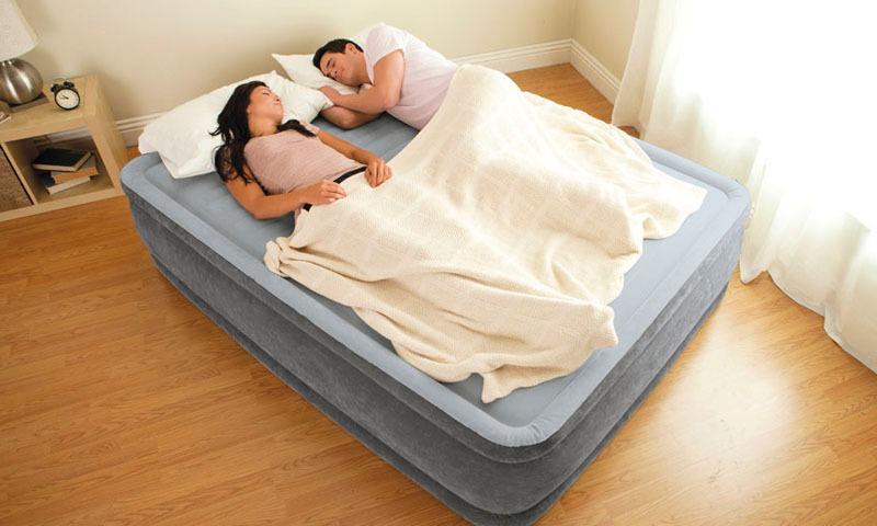 O melhor colchão inflável oferece conforto