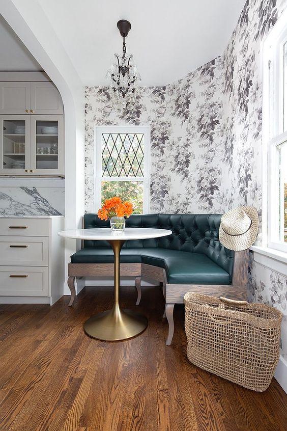 Mesa de canto alemão com sofá capitonê