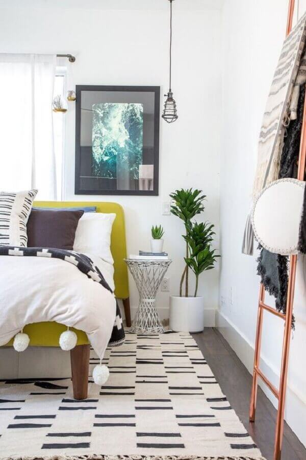 mesa de canto redonda para quarto de casal Foto Apartment Therapy