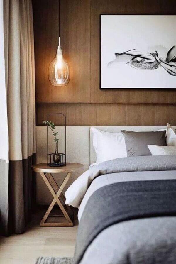 mesa de canto redonda para quarto de casal com revestimento de madeira para parede Foto Behance
