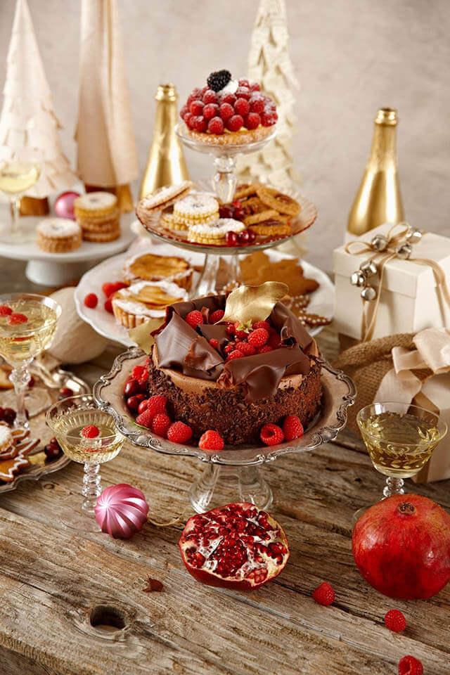 Doces e bolos são ótimas opções de enfeites de natal para mesa