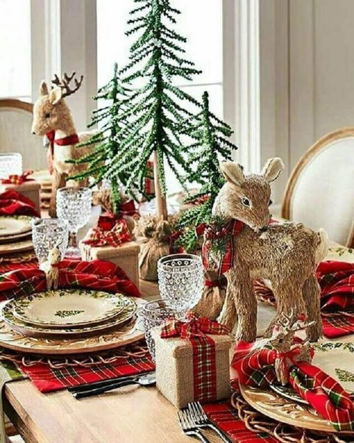 Classic christmas dinner table decorated with plaid napkin and reindeer ornaments Photo Pinterest