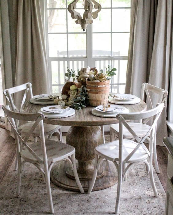 Mesa de jantar redonda com cadeira paris branca
