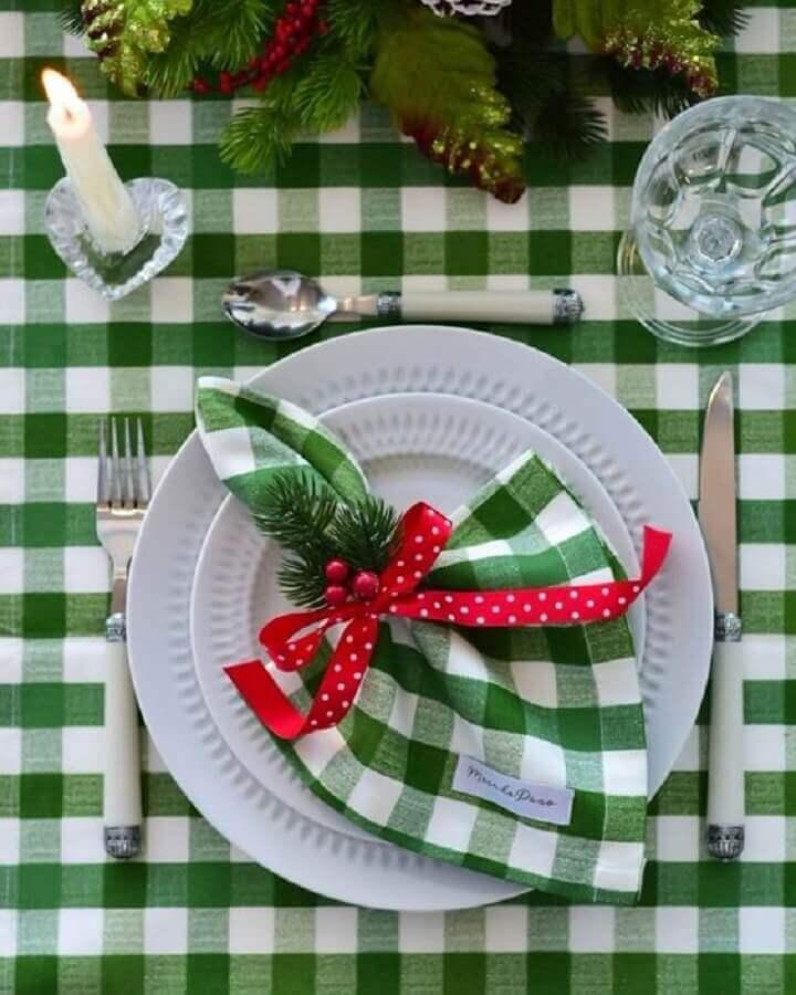 mesa posta natalina com toalha e guardanapo verde xadrez Foto iCasei