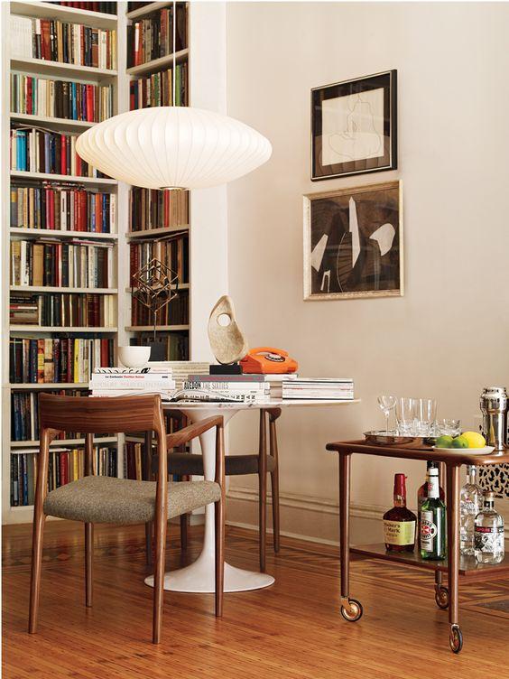 Mesa saarinen branca para livros