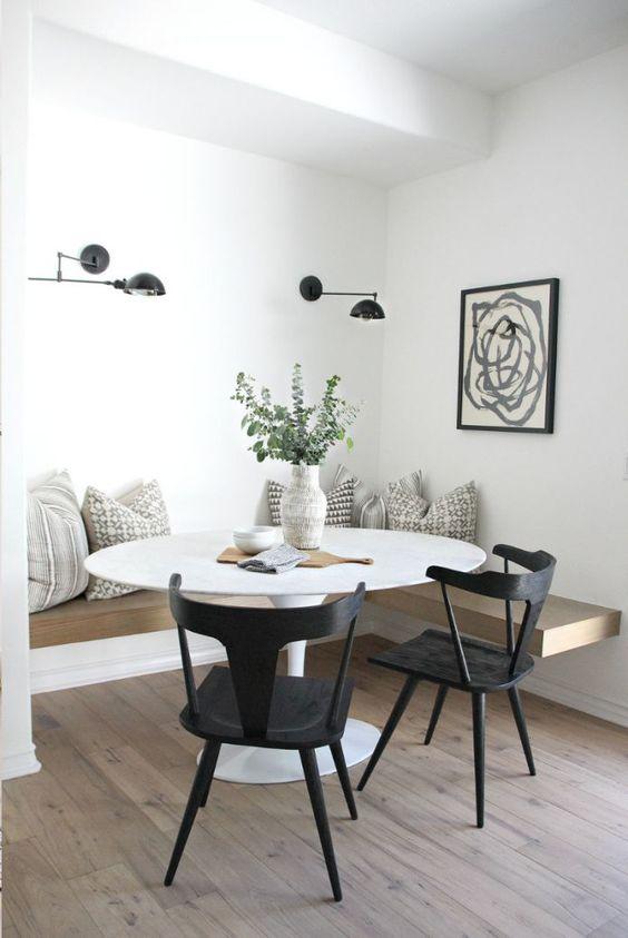 Mesa saarinen com cadeira preta