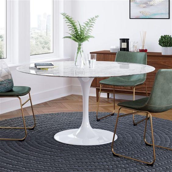 Use a mesa saarinen redonda na sala de jantar pequena