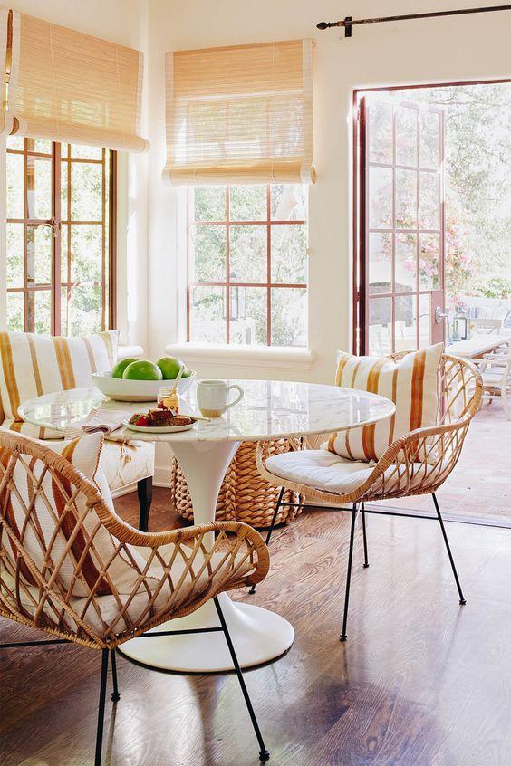 A mesa saarinen também pode ser usada na varanda