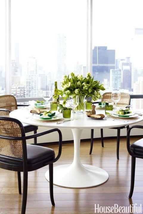 Escolha cadeiras confortáveis e bonitas para sua mesa saarinen