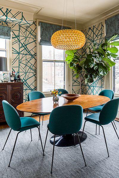 A mesa saarinen de madeira é uma boa opção para decorações modernas