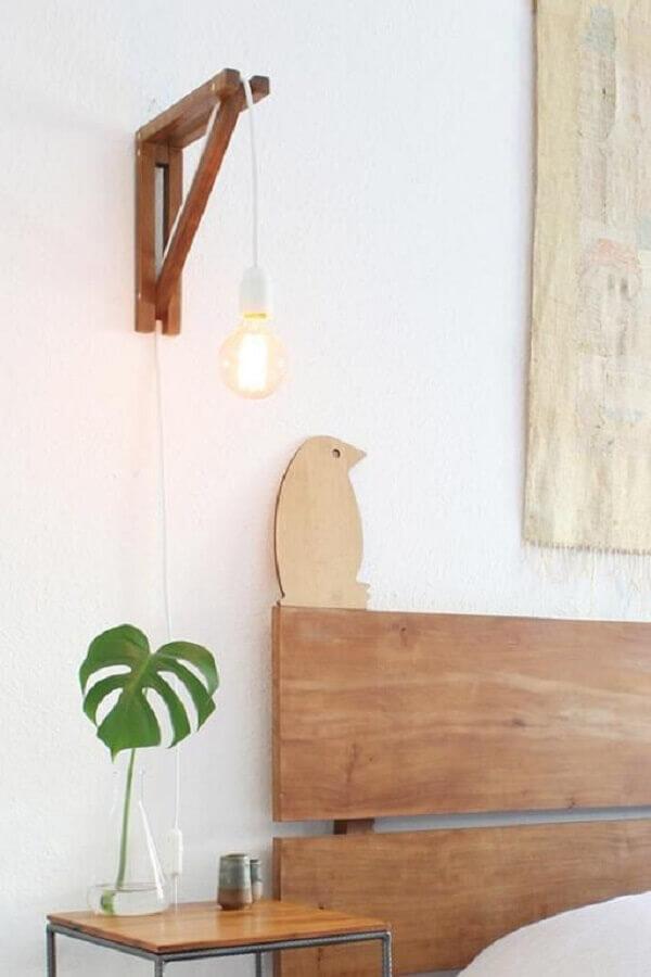 modelo de luminária de cabeceira para leitura de madeira  Foto Boobam