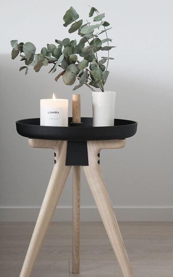 modelo diferente de mesa redonda de canto com perna palito Foto The Design Chaser