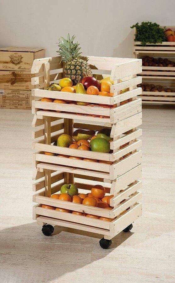 modelo simples de fruteira de chão madeira com rodinhas