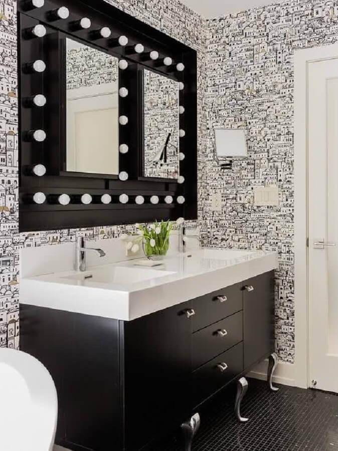 moderno papel de parede para banheiro preto e branco decorado com espelho camarim Foto Houzz