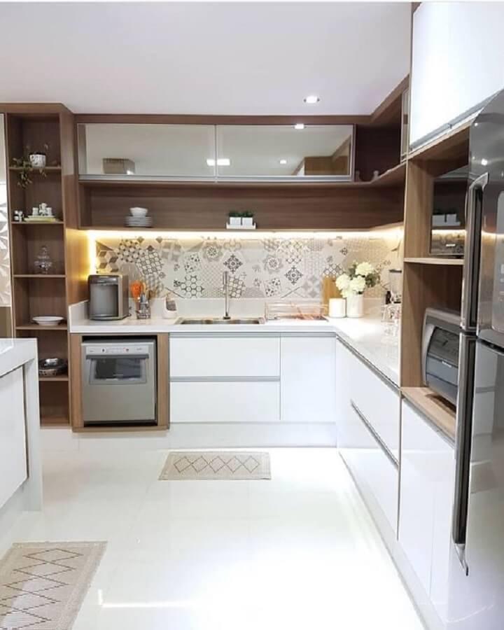 nichos de madeira para decoração de cozinha de canto planejada branca Foto Jeito de Casa