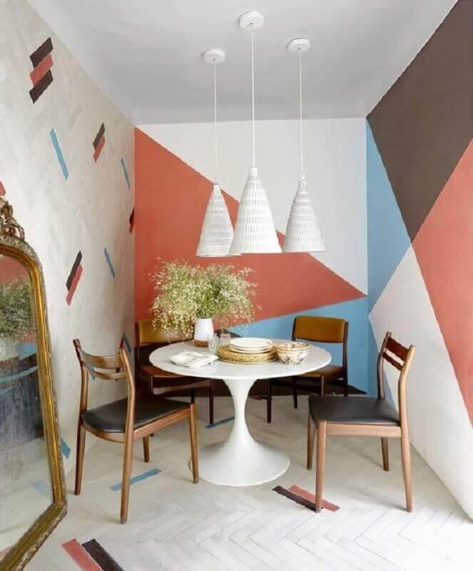parede com pintura geométrica colorida para decoração de sala de jantar  Foto Pinterest