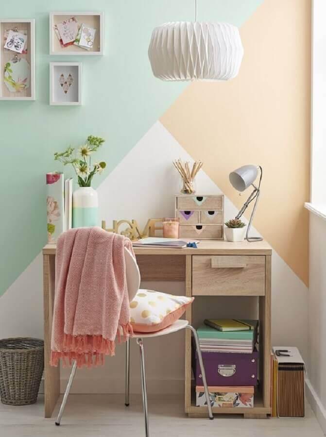 parede com pintura geométrica em tons pastéis para home office pequeno Foto Pinterest