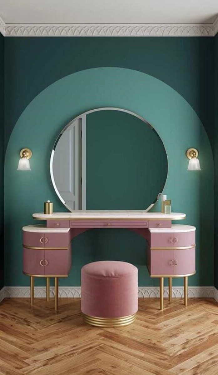 parede verde decorada com espelho redondo sem moldura e penteadeira rosa Foto Archilovers