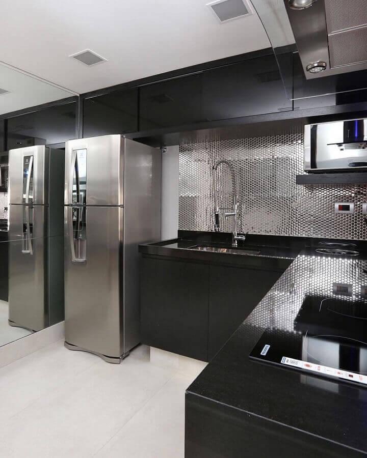 pastilhas metalizadas para decoração de cozinha de canto preta moderna Foto Monise Rosa Arquitetura