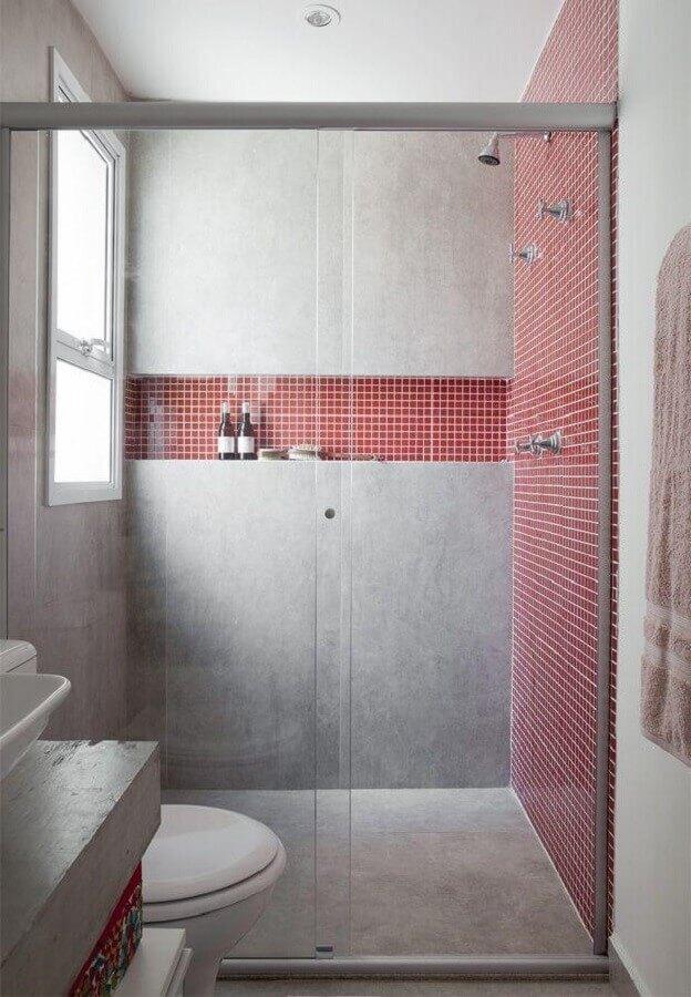 pastilhas para decoração de banheiro vermelho e cinza moderno  Foto Futurist Architecture