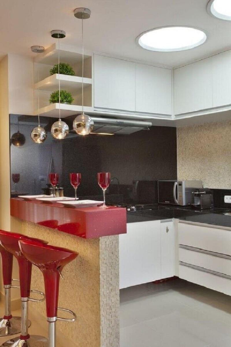 pendente para bancada vermelha de cozinha planejada  Foto Pinterest