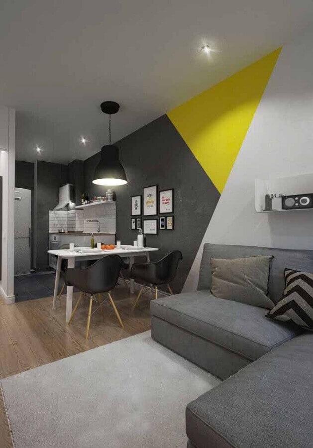 pintura de parede geométrica para decoração de casa cinza com ambientes integrados Foto Arquiteta Evelyn Luci
