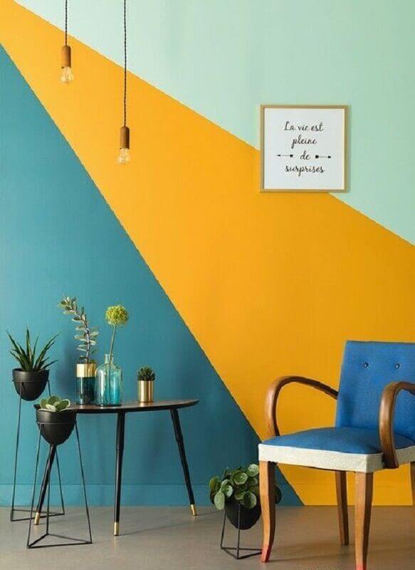 pintura geométrica na parede azul amarela e verde  Foto Pinterest