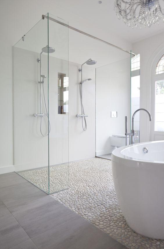 Seixo rolado branco na decoração do banheiro