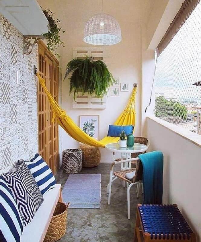 plantas para varanda pequena e simples com rede amarela  Foto Jeito de Casa