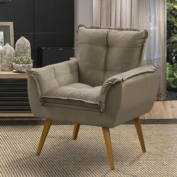 Poltrona opala cinza na sala de estar