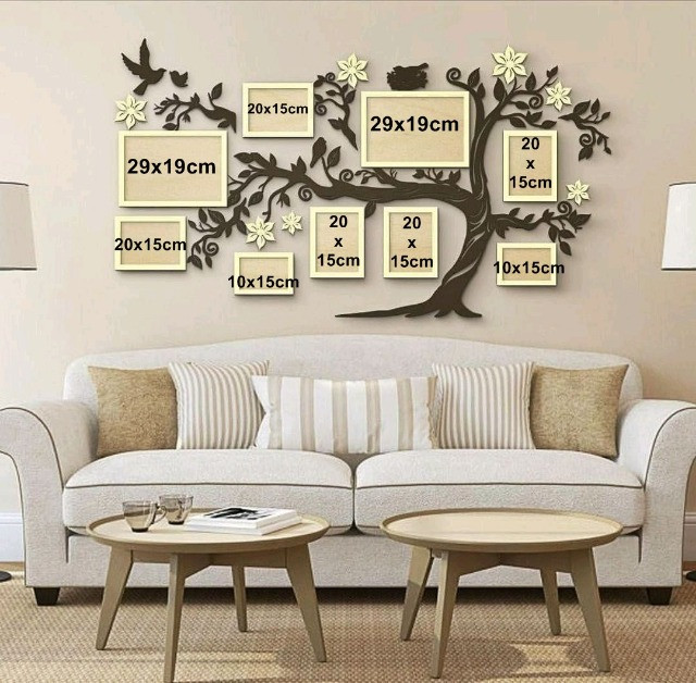 Porta retrata para parede da sala de estar