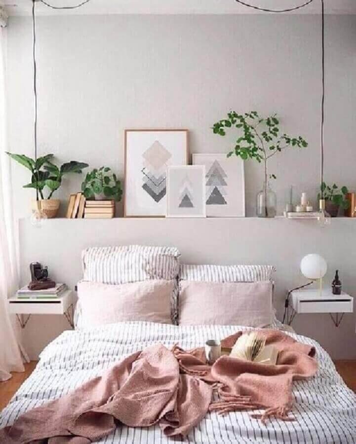 prateleira para plantas para decoração de quarto de casal planejado clean  Foto Pinterest