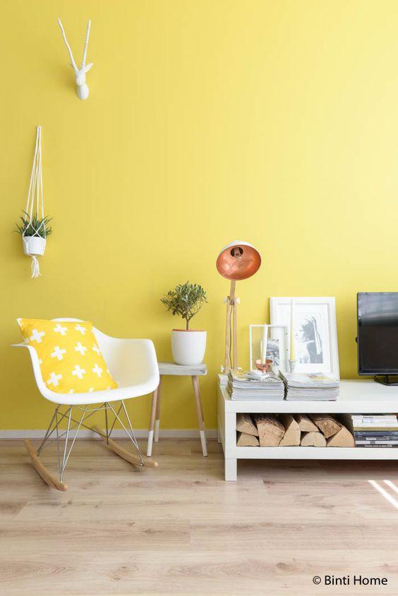 Quarto com decoração amarelo pastel