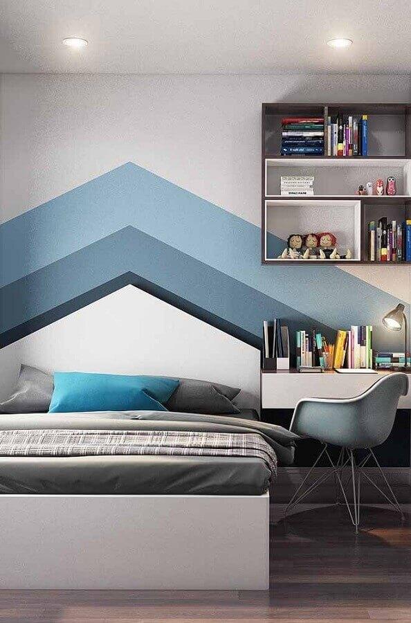quarto azul e branco decorado com pintura de parede geométrica  Foto Pinterest
