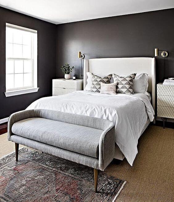 Sofá para quarto em tons de cinza