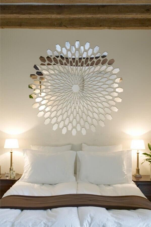 quarto de casal decorado com espelho de parede sem moldura Foto Pinterest