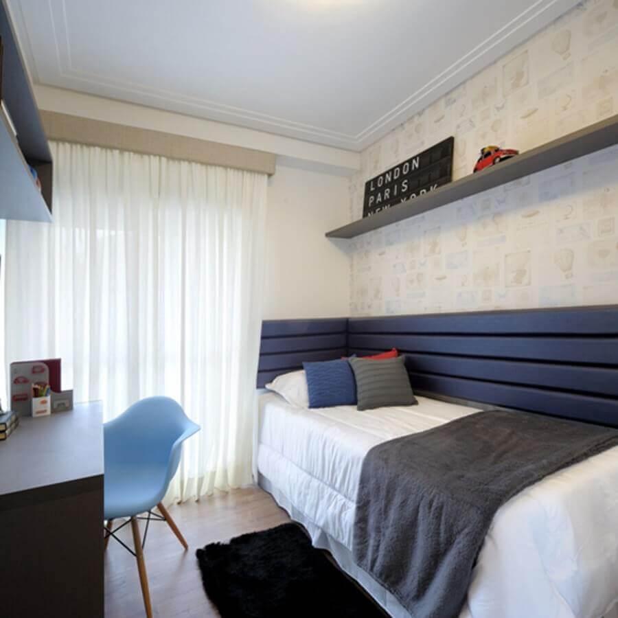 quarto de solteiro masculino pequeno decorado com cabeceira planejada azul Foto Homify