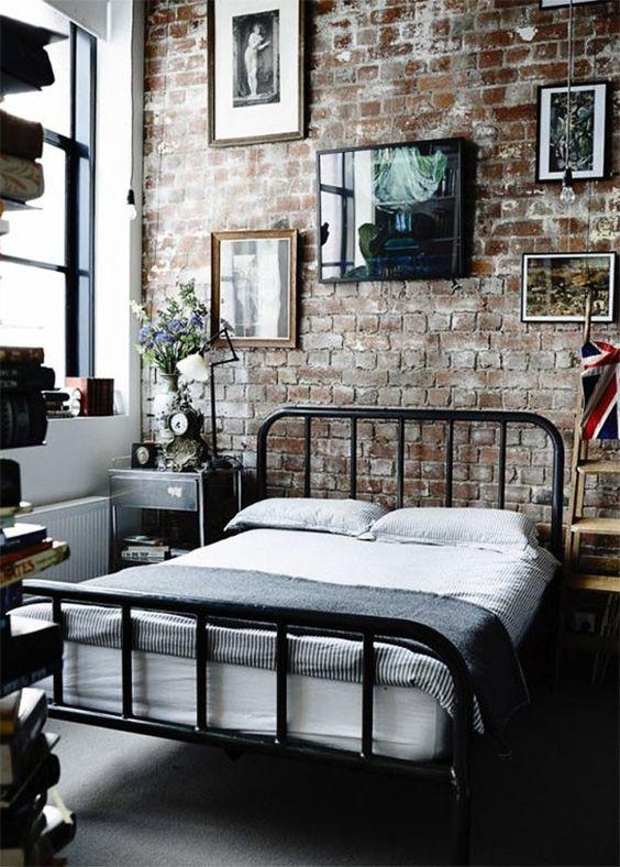 Quarto industrial com cama de ferro