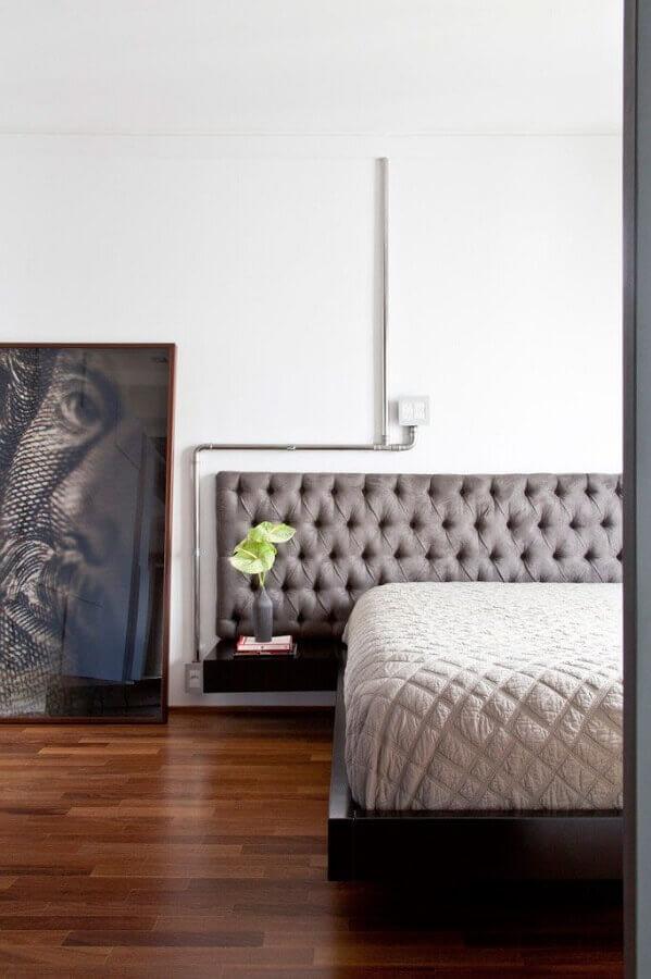 quarto minimalista decorado com cabeceira capitonê cinza Foto Pinterest